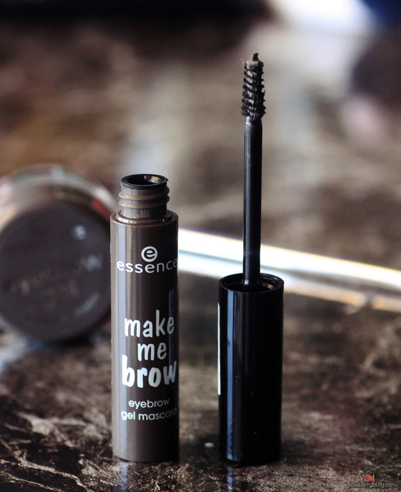 Essence - Make Me Brow Mascara and Brow Gel review swatches ג'ל מסקרה גבות אסנס חום סקירה המלצה גלוסברי בלוג איפור וטיפוח brown browny