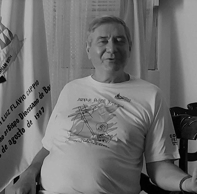 Dom Luiz Flávio Cappio se exibe em 'greve de fome até a morte' contra a transposição salvadora.