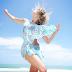 LINDA!Karina Bacchi exibe pernões em foto na rede social