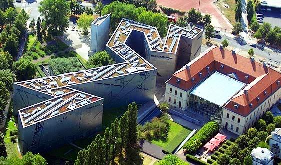 Daniel Libeskind dan karyanya Jewish Museum