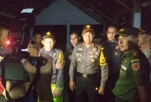 Kapolda Turun Langsung Pantau Proses Evakuasi, Korban KM. Lestari Maju Di Pantai Pa'badilang