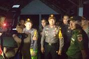 Kapolda Turun Langsung Pantau Proses Evakuasi Korban KM. Lestari Maju Di Pantai Pa'badilang