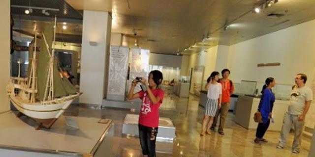cerita tentang museum, baik museum transportasi, museum sejarah, museum kretek