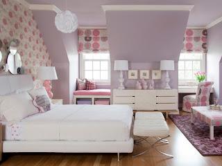 warna cat kamar tidur yang menenangkan Ungu Muda-Putih