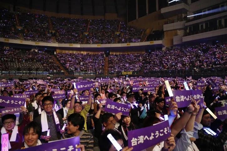 Para penggemar ucapkan Selamat datang di Taiwan membuat para anggota Nogizaka46 terkesan