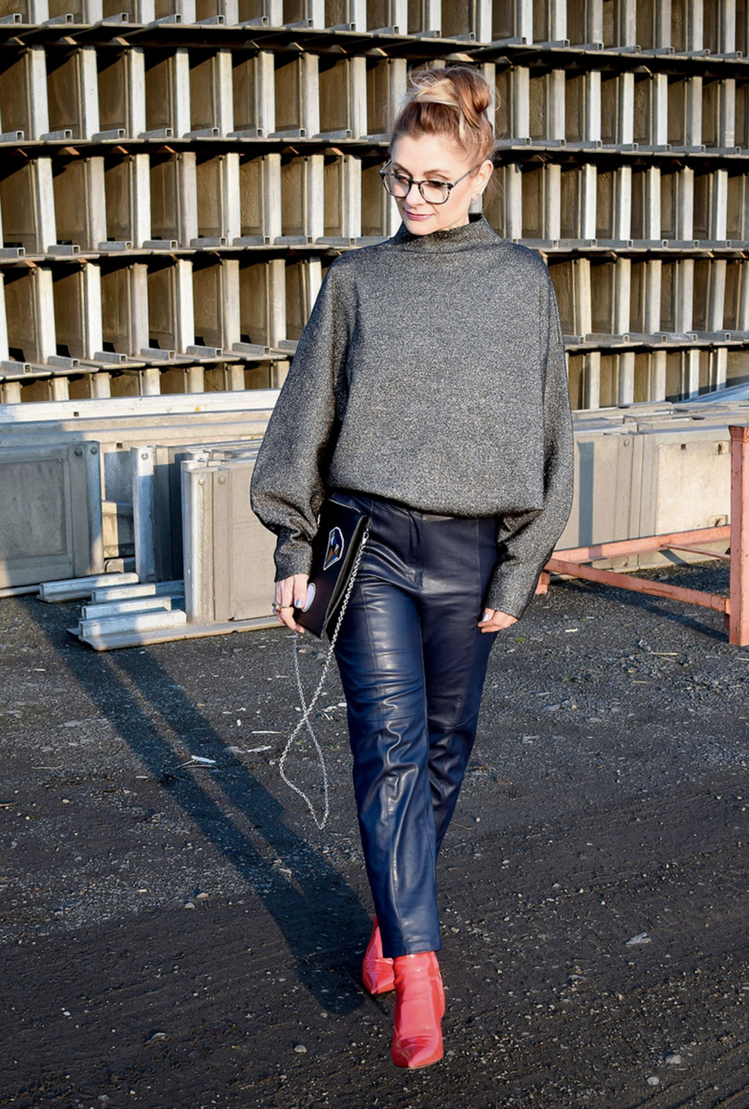 Kann ich Schwarz und Dunkelblau miteinander kombinieren, Modeblog für Frauen über 40,