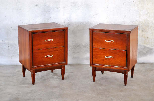 Select Modern Pair Of Mid Century Nightstands Bedside Tables