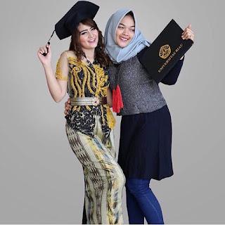 Kebaya Batik Wisuda