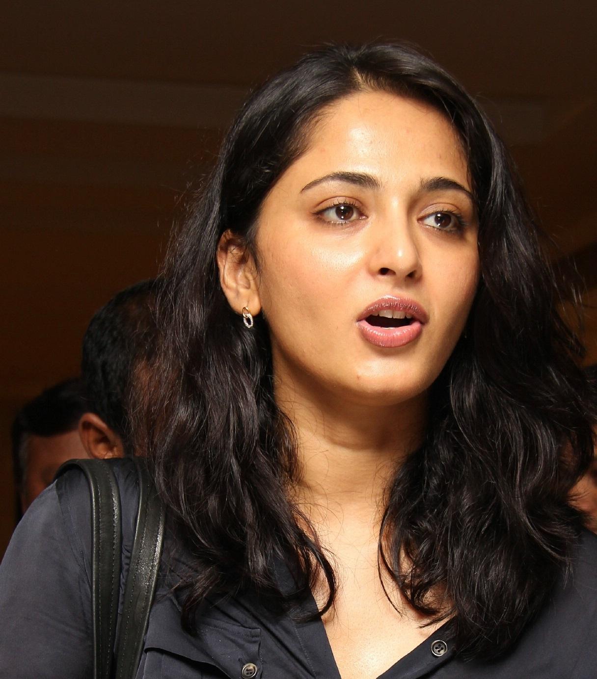 Anushka Shetty Oil Face Close Up Stills