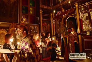 Η Περιφορά Του Εσταυρωμένου στον Ιερό Ναό της Αγιας Τριάδος Ναυπλίου [ohotos]