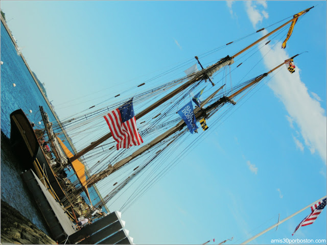 Fan Pier en el Puerto de Boston: Pride of Baltimore II