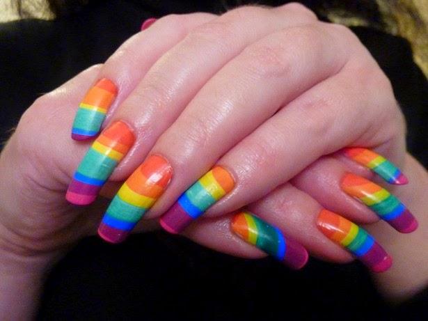 Uñas decoradas en arco-iris, decoración de uñas con varios colores, lindas y hermosas uñas - diseños