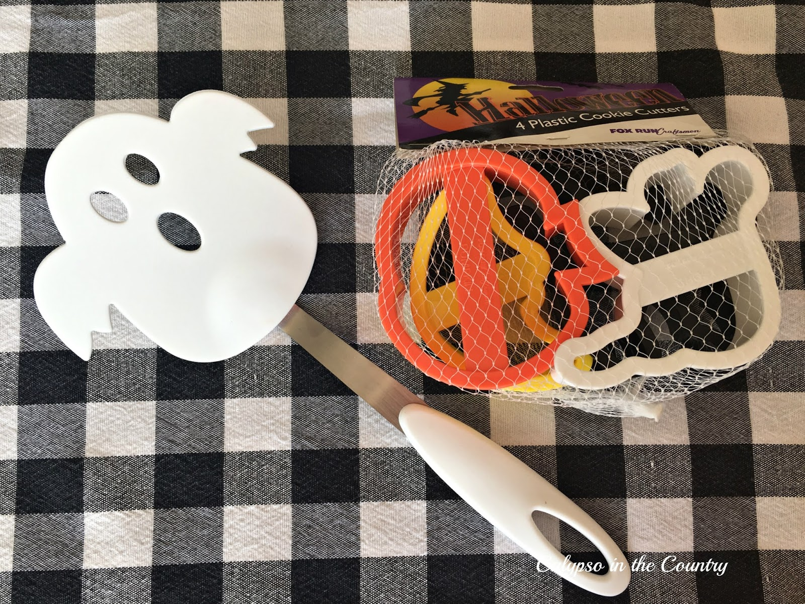 Halloween cooking accessories - ideas to fill goodie bags
