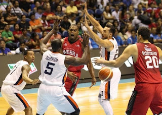 Justin Brownlee passes to Greg Slaughter