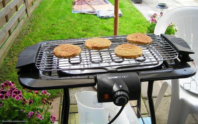 Hamburgers op de elektronische barbecue