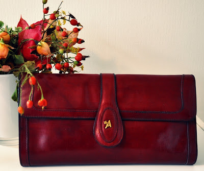vintage clutch in oxblood // vintage Clutch in Bordeaux
