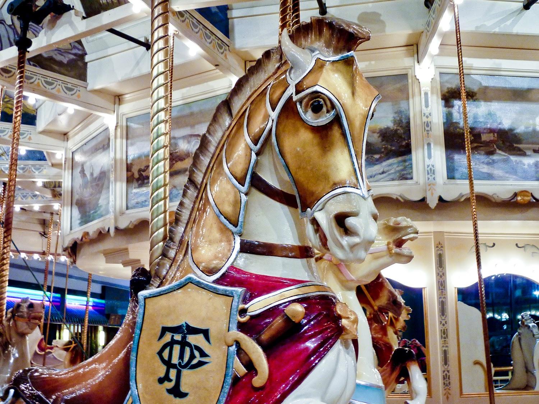 Caballo con armadura del carrusel Philadelphia toboggan Company nº 18