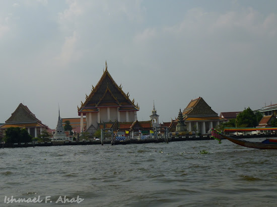 Thai structures along Chao Phraya River