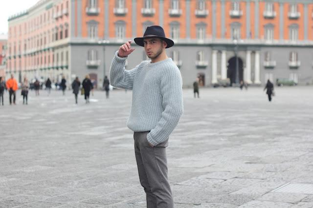 look uomo con cappello a falda larga