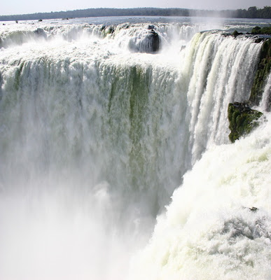 The-Iguazu-Waterfalls-Argentina-Brazil-Border-2