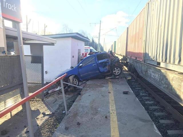 В Башкирии поезд раздавил иномарку