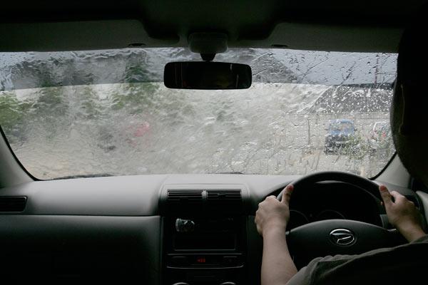 15 Tips Menjadi Pengemudi Mobil yang Baik