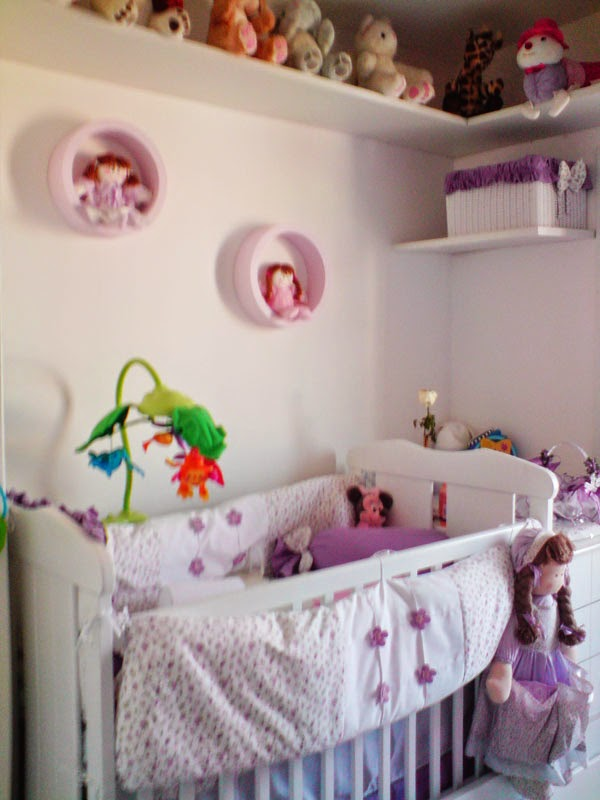 Cuarto bebé lila blanco