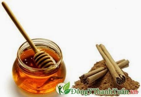Cách chữa hôi miệng cho bé bằng mật ong và bột quế