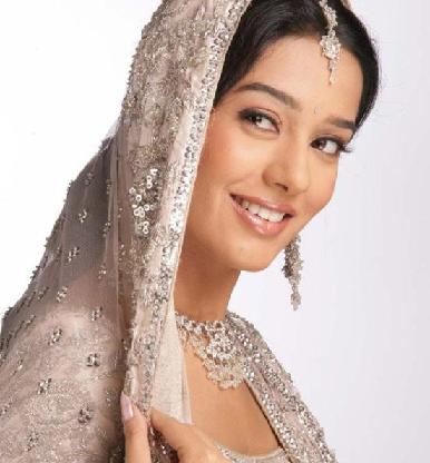 Indian Bollywood Actress: Amrita Rao in Saree Pose
