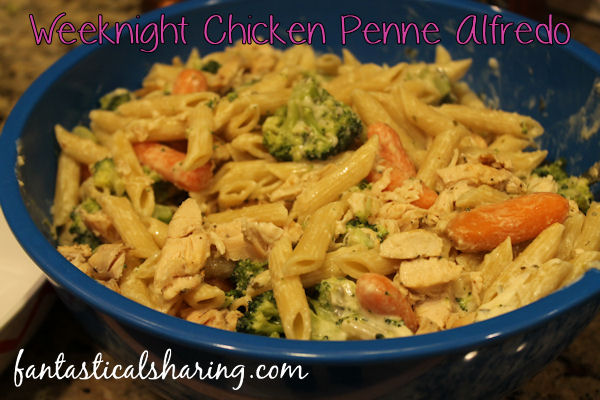 Weeknight Chicken Penne Alfredo // This pasta dish is fast and easy to make with a fantastic homemade alfredo, veggies, and chicken! #pasta #maindish #under30minutes #recipe #chicken