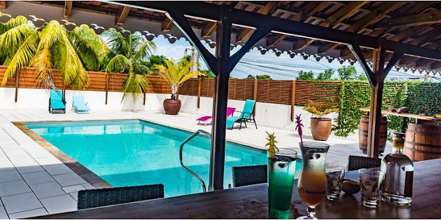 Piscine privée avec bar : Location vacances Guadeloupe