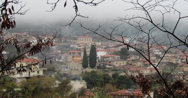 Μόλις 1 ώρα από την Αθήνα, πνιγμένο στα έλατα, βρίσκεται το θρυλικό «Κολοκοτρωνίτσι»