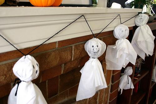 Bambino di mamma addobbi casa per halloween fantasmini - Festoni compleanno fatti in casa ...