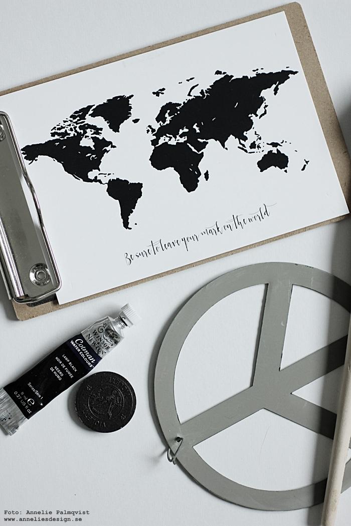 världskarta, vykort, världskarta med text, annelies design, webbutik, webbutiker, webshop, nätbutik, nätbutiker, nettbutikk, inredning, kort att hänga upp på galler, svartvitt, svartvit, svartvita, svart och vitt, karta, kartor,