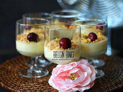 MUZLU PUDİNG (EV YAPIMI) MUHALLEBi TARiFi Nasıl Yapılır kolay lezzetli nefis videolu meyveli tatlı yemek tarifleri