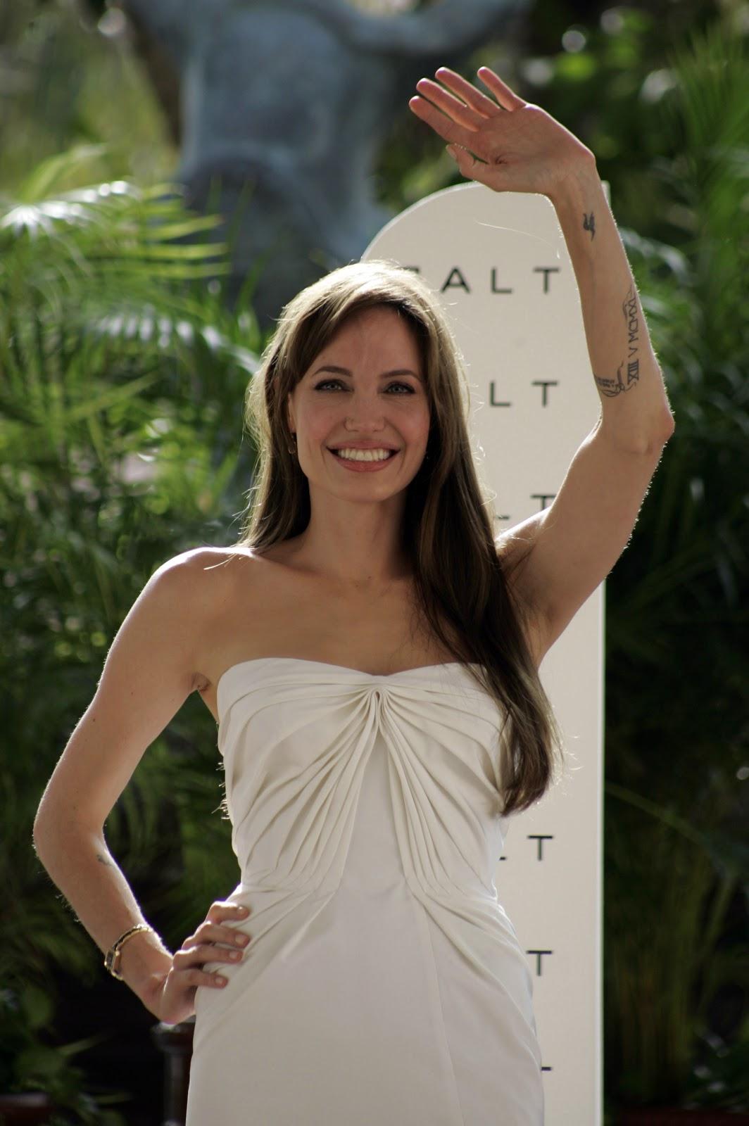 Tattoo Blog: Angelina Jolie Tattoos Wanted