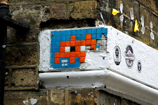 space invider street art londres