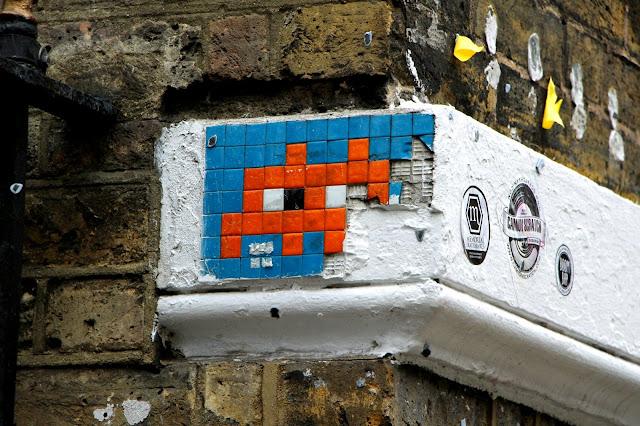 space invider street art londres