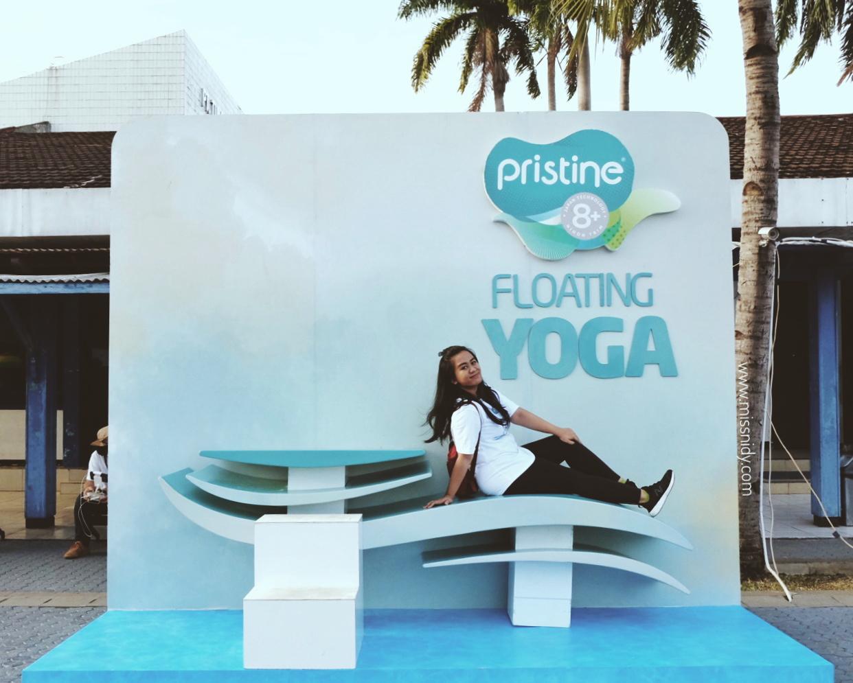 cobain floating yoga pertama di indonesia
