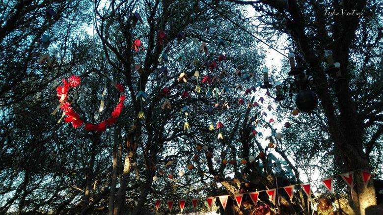 Una boda celta o handfasting, un bosque, una decoración sencilla acorde con la naturaleza y una enorme sorpresa