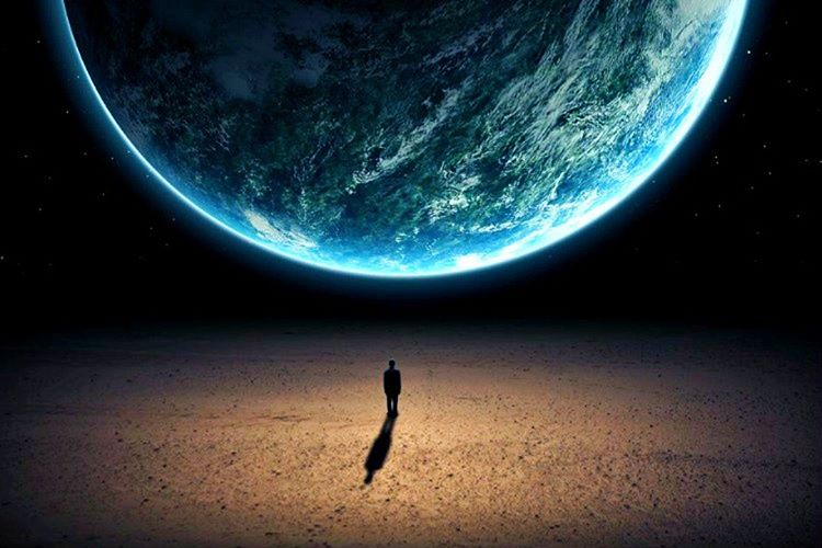 Başka bir teori evrendeki en gelişmiş ilk medeniyetin biz olabileceğimiz gerçeğidir.