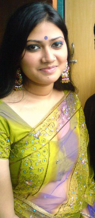 hot aunty pic in saree