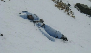 Λιώνουν οι πάγοι στο Έβερεστ και αποκαλύπτονται δεκάδες σοροί ορειβατών