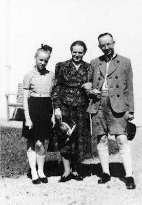 23. Mai 1945: Der Reichsführer-SS Heinrich Himmler nimmt sich angeblich in englischer Gefangenschaft das Leben