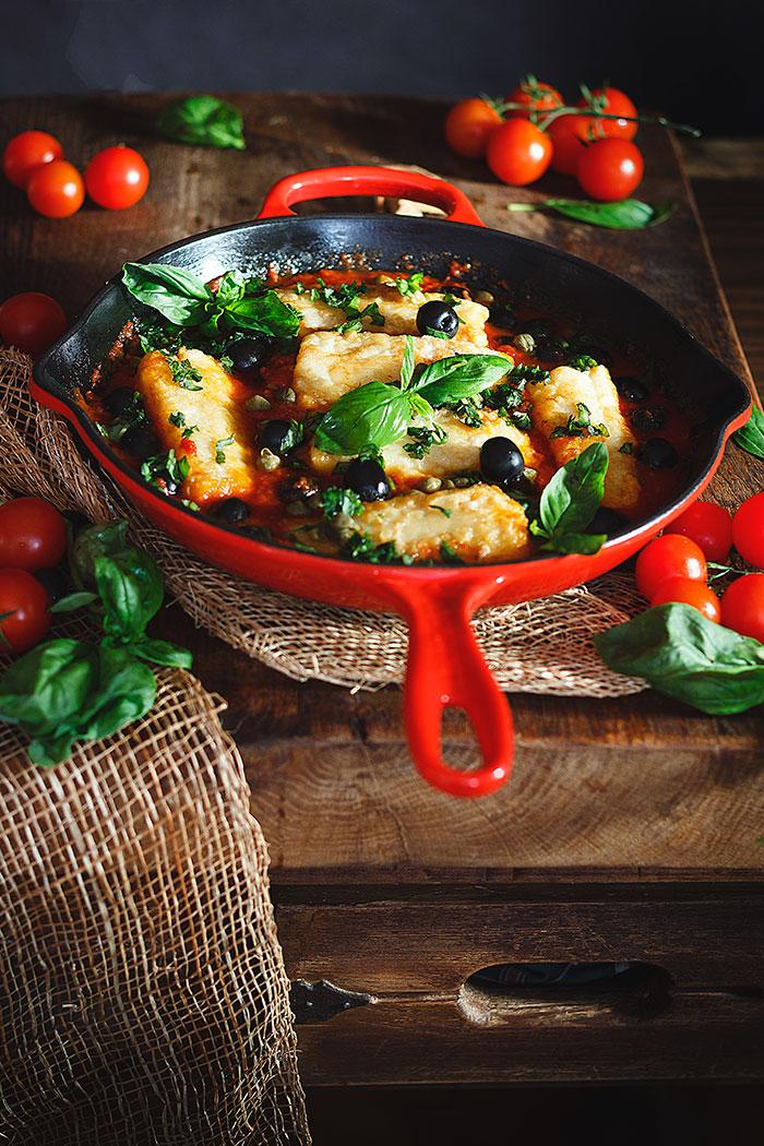 Bacalao al horno con tomate y aceitunas