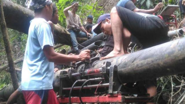 Pemerintah Belum Turun Tangan, Warga Lombok Patungan Bikin Saluran Air Bersih