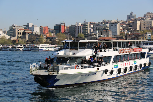 Sehir Hathari offers affordable 90 minutes Bosphorus tour in a huge and clean cruise which leaves from the main area near Galata Bridge in Istanbul, Turkey