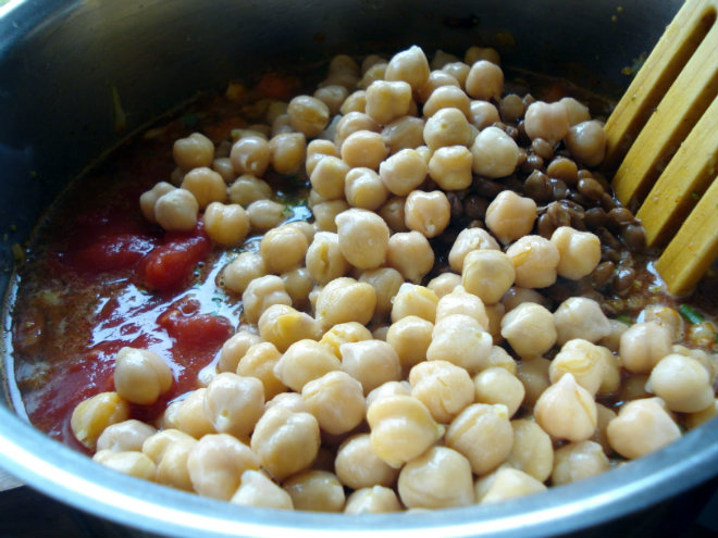 chipeas, tomato puree in a pot