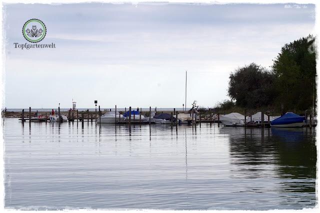 ein kleiner Hafen in der Lagune von Caorle - Gartenblog Topfgartenwelt
