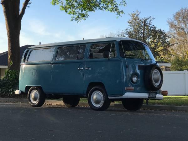 Dove Blue 1968 Volkswagen Bus | vw bus wagon